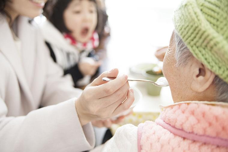 介護施設にいるお年寄りにも流行の料理を食べてほしい!現役高校生が介護施設のメニューを開発   ニコニコニュース