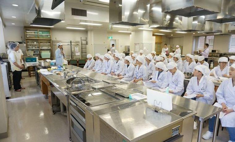 日清医療食品が和洋女子大学で特別講義、「少子高齢化の中でも食事提供を維持できる管理栄養士育成」 食品産業新聞社ニュースWEB
