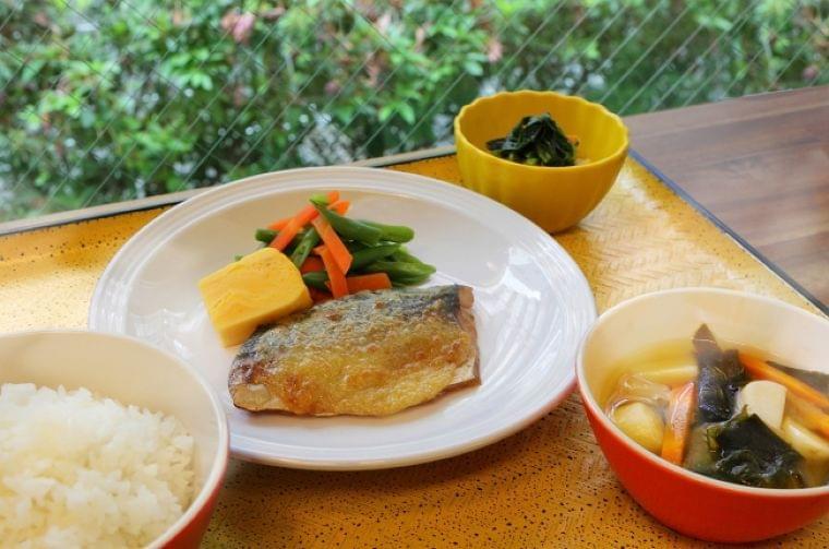 """8月31日は野菜の日!業界トップシェアのジェイ・エス・ビー、学生の食を支える学生マンション食堂へのこだわり""""第二の家庭料理""""目指して:時事ドットコム"""
