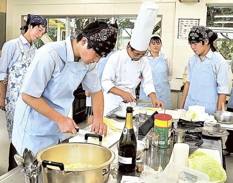 介護食の調理法学ぶ 熱海高3年生、商品開発へ研究活動|静岡新聞アットエス