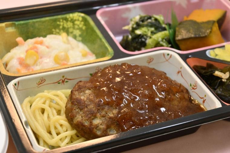 肉質のきめ細やかさ、甘い脂身を「高齢者向け宅配弁当」で味わう   人気の和牛ハンバーグ 9月「山形牛」が初登場   | ニコニコニュース
