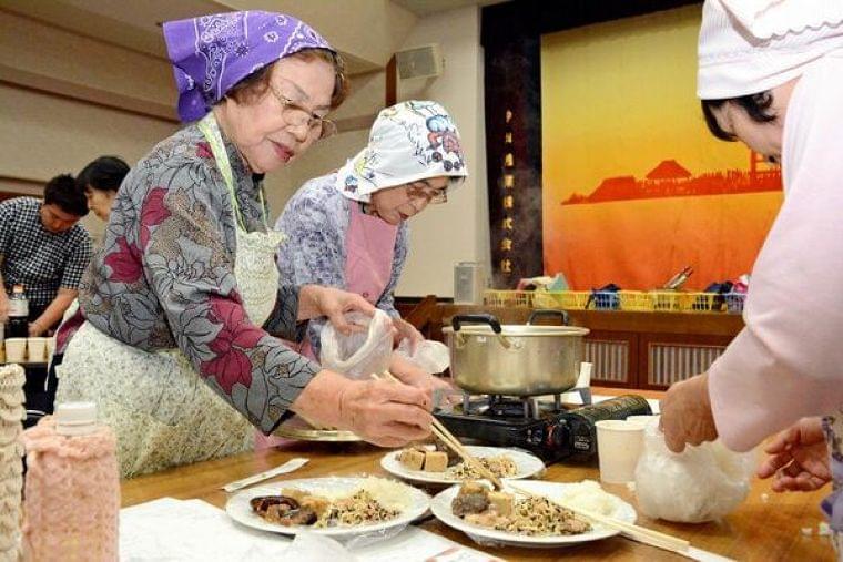 ポリ袋でご飯や煮物調理 防災食講座に30人|まちの話題|佐賀新聞ニュース|佐賀新聞LiVE
