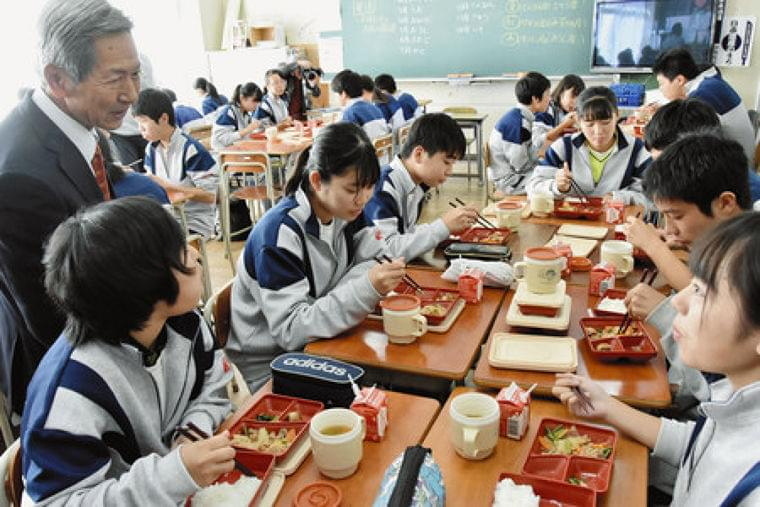 東京新聞:デリバリー給食を再加熱 「予想以上においしい」 伊勢原・中沢中学校:神奈川(TOKYO Web)