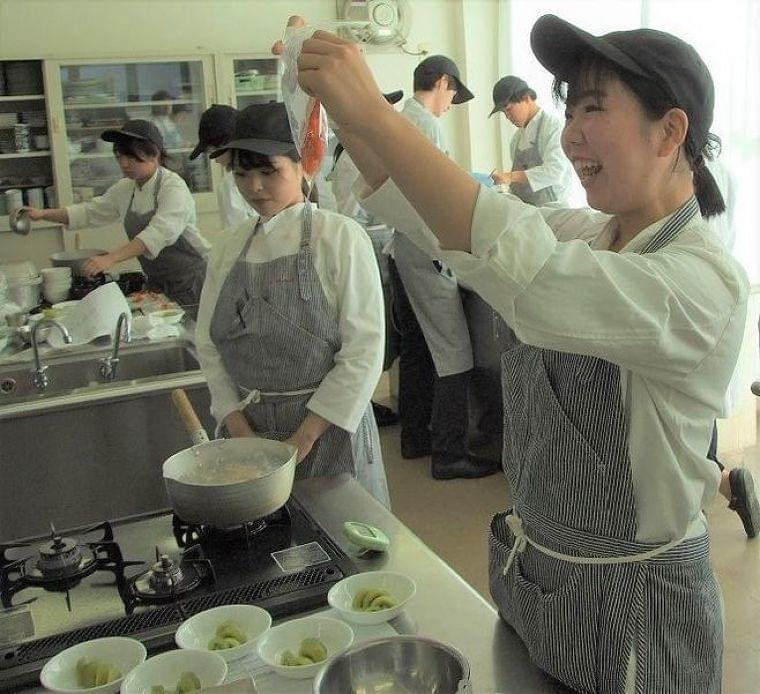 日清医療食品が大竹栄養専門学校で特別授業、少子高齢化の中で即戦力の栄養士教育のため産学連携|食品産業新聞社ニュースWEB