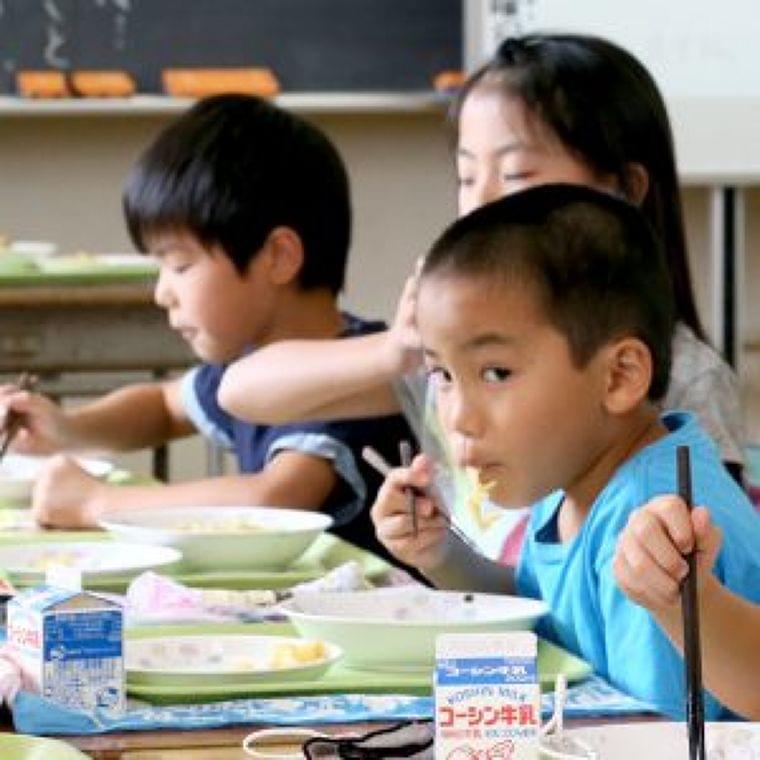 給食中のおしゃべり禁止「もぐもぐタイム」小学校で導入広がる 食べ残し減る…でも楽しい? | 子育て世代がつながる | 東京すくすく ― 東京新聞