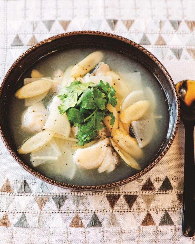 食物繊維たっぷりで便通に効果あり。タラと根菜のスープ(ESSE-online) - Yahoo!ニュース