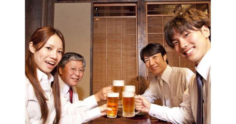 お酒で顔が赤くなる人「骨粗しょう症・骨折」に注意 ヘルスUP NIKKEI STYLE