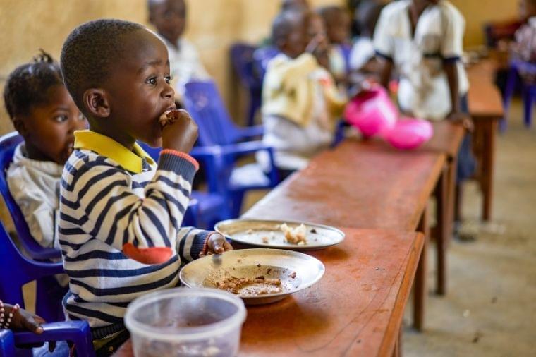 休校で給食を失った3億7000万人の子どもたちの未来―国連WFPとユニセフの共同プレスリリース:時事ドットコム
