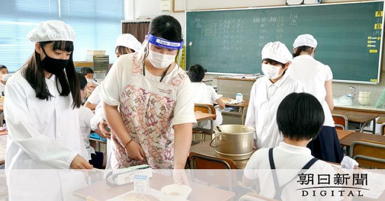 大阪)再開した学校で給食食べた? 自治体で割れる対応 [新型コロナウイルス]:朝日新聞デジタル