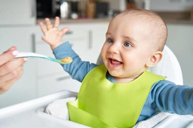 【専門家監修】離乳食は生後5ヶ月から始めるべき?スタートの目安は?   マイナビウーマン子育て
