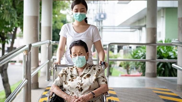 車いす使用者、視覚障害のある人…新型コロナ感染を防ぐ「介助の新しい様式」は? : yomiDr./ヨミドクター(読売新聞)