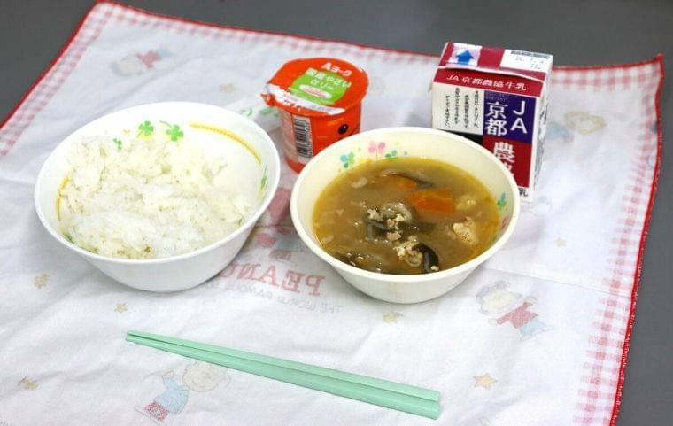 「量が少ない」「間食が増えた」 給食で配膳の感染リスク減らしたが、疑問の声も 京都・亀岡|文化・ライフ|地域のニュース|京都新聞