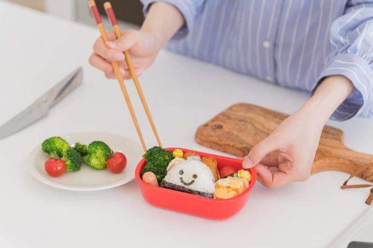 食中毒リスクが上がるお弁当のNG例。ポテトサラダも危険(ESSE-online) - Yahoo!ニュース