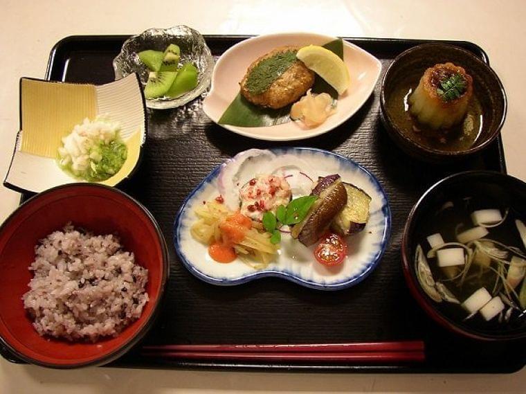 ここは料亭...?いいえ、眼科です あまりに豪勢すぎる病院食が話題に→こだわりの理由を広報に聞いた - コラム - Jタウンネット 神奈川県