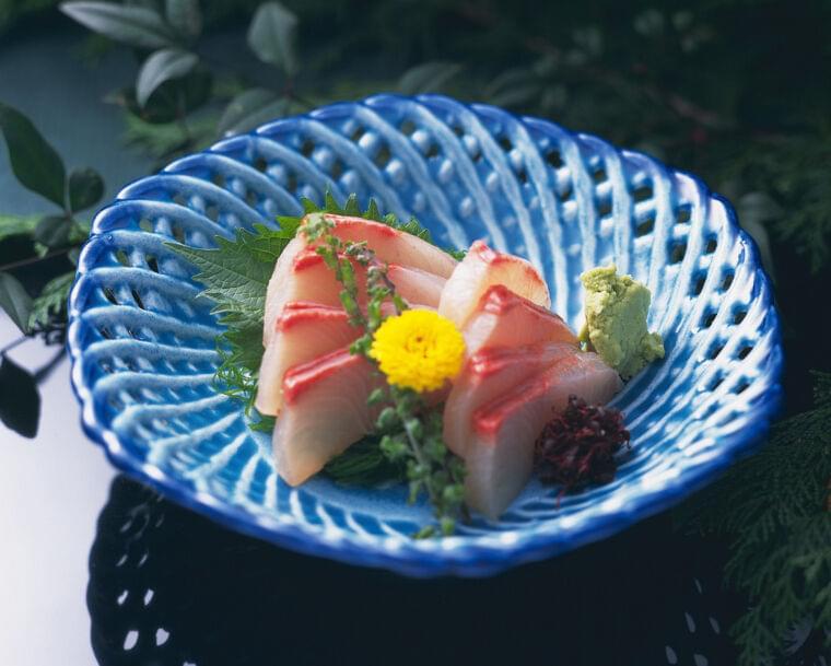 刺身のツマやあえ物の食用菊とは…食べ方・種類・栄養素 [食と健康] All About