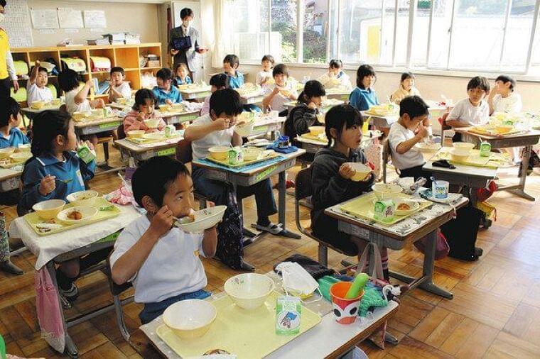 コロンビア風の給食をサルサ聴きながら 秩父の市立小中、幼稚園 五輪・パラでホストタウン:東京新聞 TOKYO Web