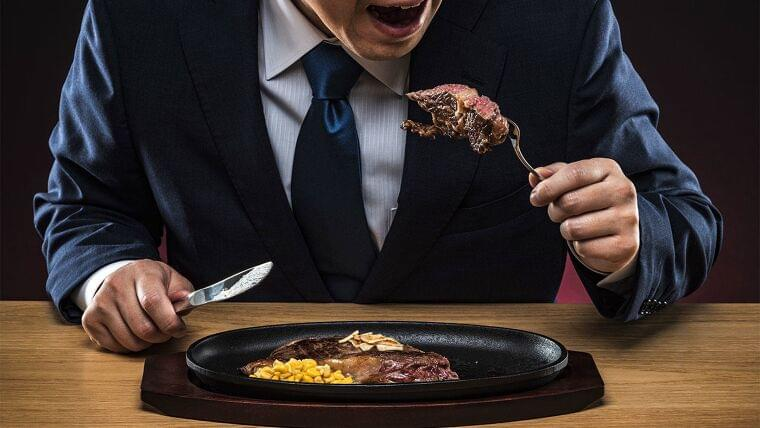 肉の摂取量の多い日本人男性は死亡リスクが高く、一方で女性は脳血管死が少ない