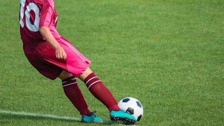バルセロナ所属サッカー選手のトレーニング中の水分・炭水化物補給量などが明らかに