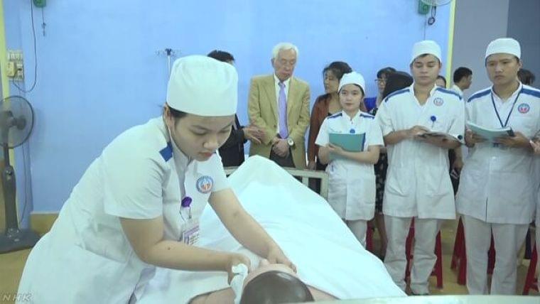 ベトナムの短大に日本式介護コース開設 | NHKニュース