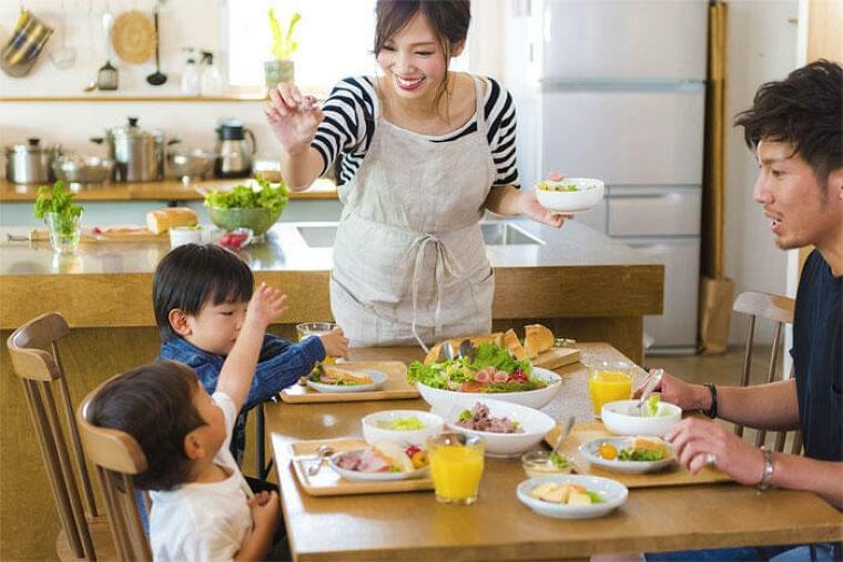 日本人女性ではビタミンの摂取量が身体的QOLと正相関し、一部は精神的QOLとも相関