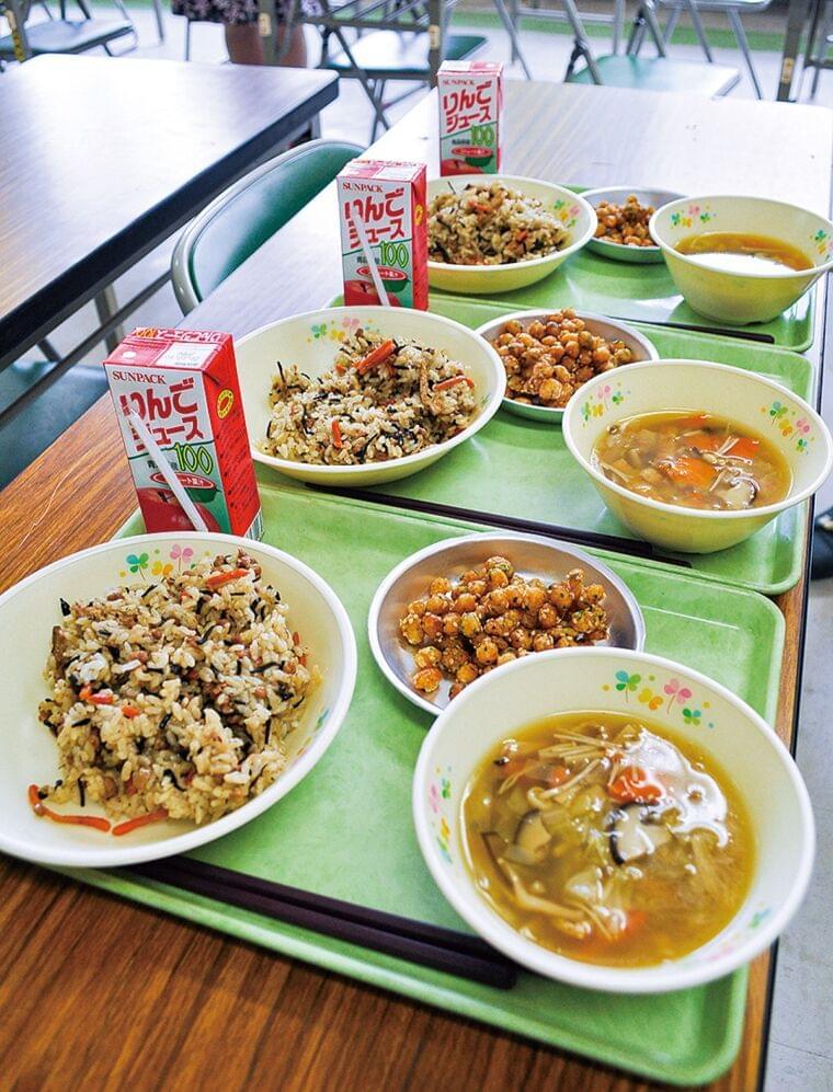 浅川小でヴィーガン給食 校長「多様な価値観知って」 | 八王子 | タウンニュース