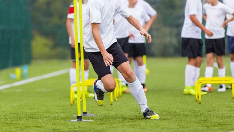 米国で急増するスポーツ栄養士の大学アスリートへの介入 その有用性と課題を示唆するナラティブレビュー