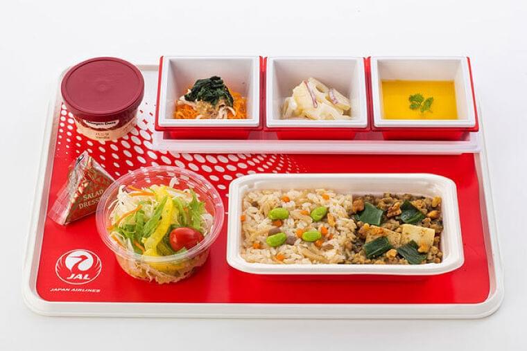 JAL、国際線エコノミー機内食リニューアル 食品ロス削減などテーマ(Aviation Wire) - Yahoo!ニュース