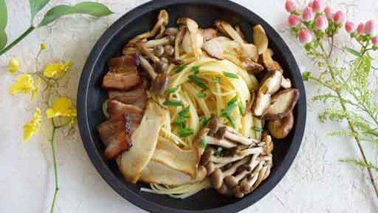 グリルベーコンキノコスパゲティ…ベーコンの油、オリーブ油で味に深み   ヨミドクター(読売新聞)