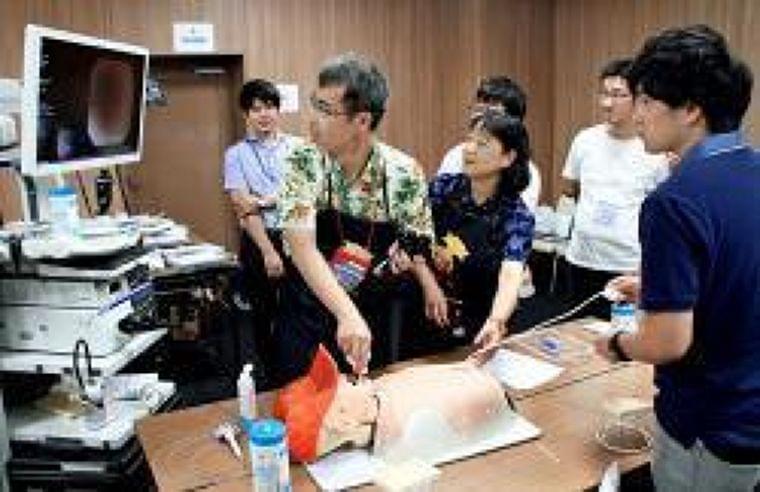 胃ろうと食事両立へ実技学ぶ 大津で医療関係者ら (京都新聞) - Yahoo!ニュース