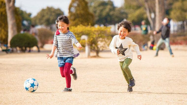 新型コロナによる行動制限で児童の転倒と肥満のリスクが増大 身体活動の質向上と良好な食生活が必要