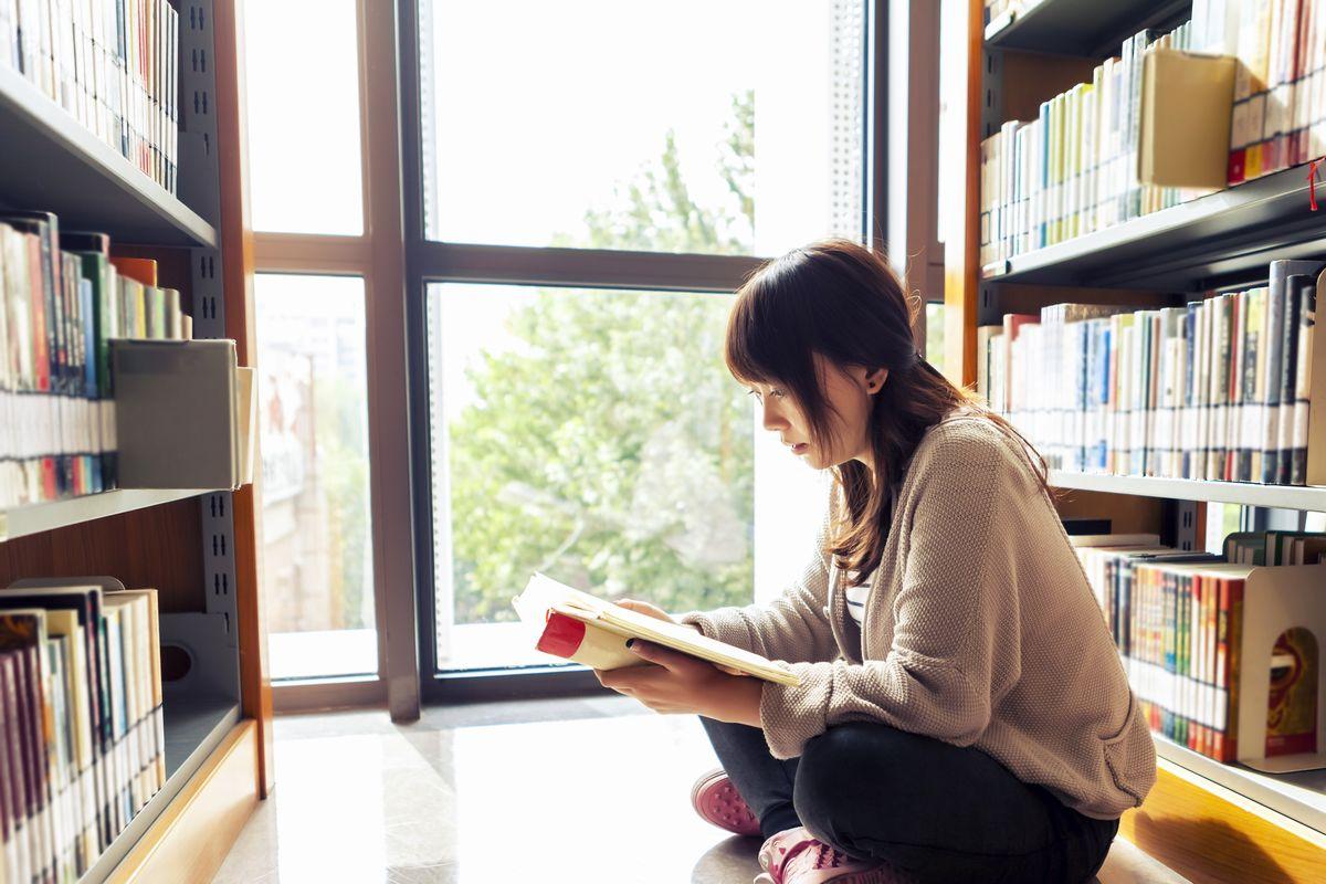 本を読まない高校生が57.1%~子供の読書量を増やすためには