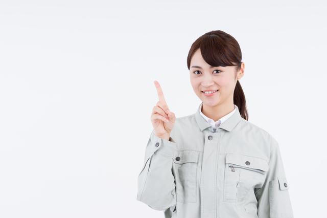 特殊清掃を安心して依頼する方法を伝える女性
