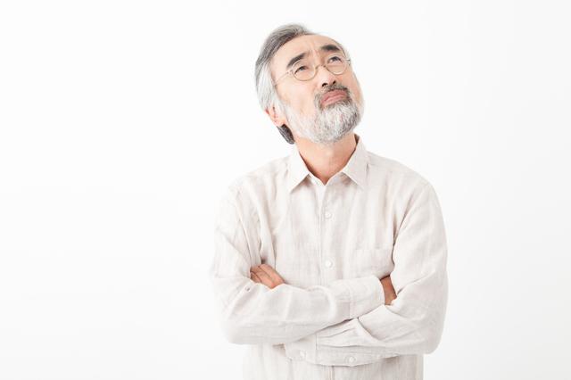 高齢者の孤独死の割合が高い理由を悩む人