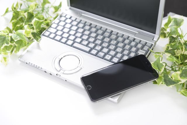 デジタル遺産の代表例であるパソコンとスマートフォン