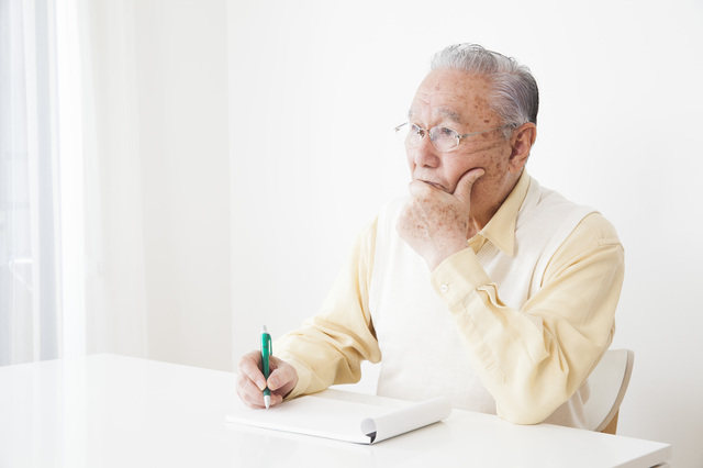 エンディングノートを書く人