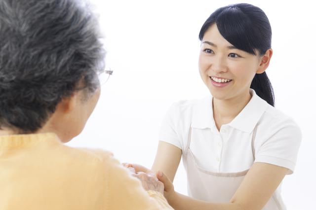 医療と介護のスタッフとして働く女性