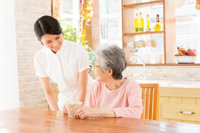 在宅医療を受ける女性