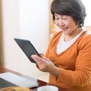 デジタル遺品問題に直面する可能性のある女性