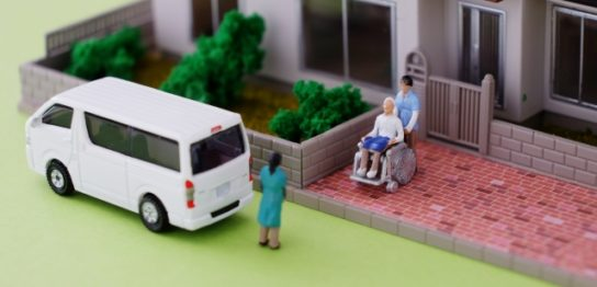 """介護付きと住宅型の有料老人ホームの違いとメリット・デメリットについて""""はロックされています。 介護付きと住宅型の有料老人ホームの違い"""