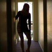 汚部屋の脱出を試みる一人暮らしの女性
