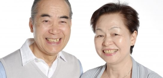 生前整理の方法を伝える夫婦