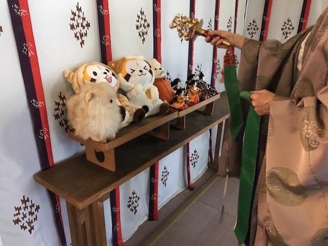 神楽鈴で人形供養を実施する