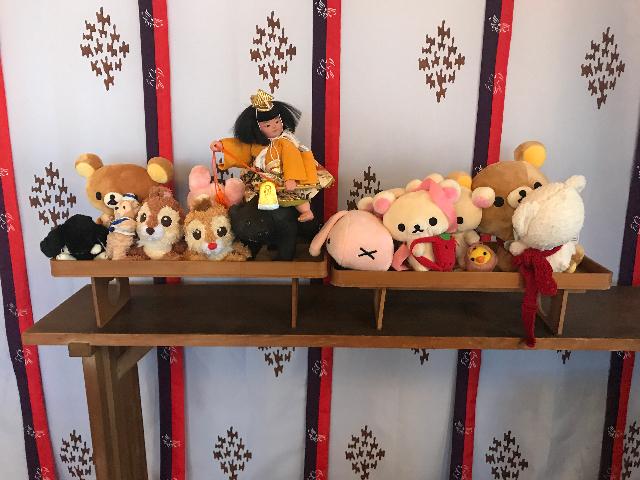 並べられた供養される人形たち