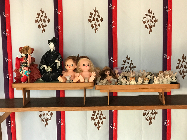 人形供養祭を待つ人形たちの写真