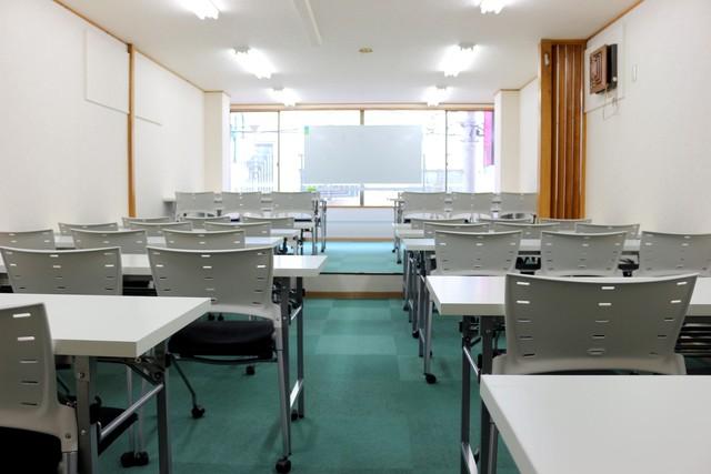 新宿・新宿三丁目の40名以上入れる貸し会議室なら会議室倶楽部RoomB貸し会議室の画像2