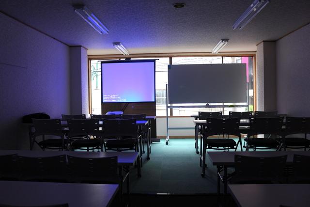 新宿・新宿三丁目の40名以上入れる貸し会議室なら会議室倶楽部RoomB貸し会議室の画像3