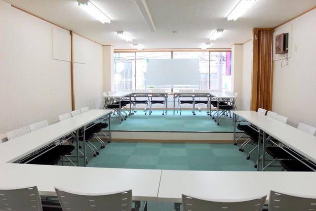 新宿・新宿三丁目の40名以上入れる貸し会議室なら会議室倶楽部RoomB貸し会議室の画像12