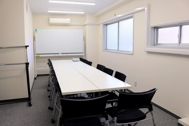 新宿・新宿三丁目で18名収容の格安貸し会議室!【OPEN記念!新宿三丁目徒歩3分】18人までの少人数での会議、ミーティング、レッスン、セミナー、オフ会など最適なスペースです 無線LAN ホワイトボード プロジェクター トイレウォシュレット完備の画像7