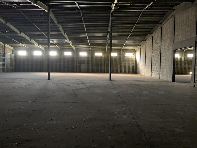 ヴィンテージ感溢れる3000㎡の空き倉庫を一棟貸しいたします!50台分の駐車場スペース付き!の画像