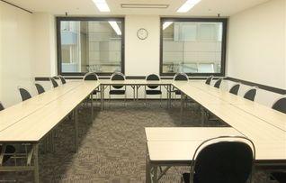 会議室4(スクール型:42名)